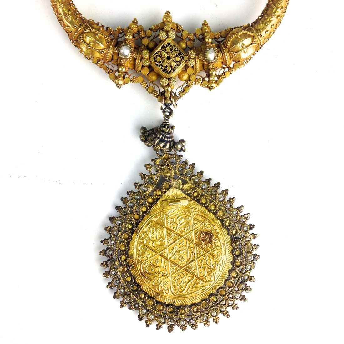 Indo Persian yellow gold necklace and pendant (tests