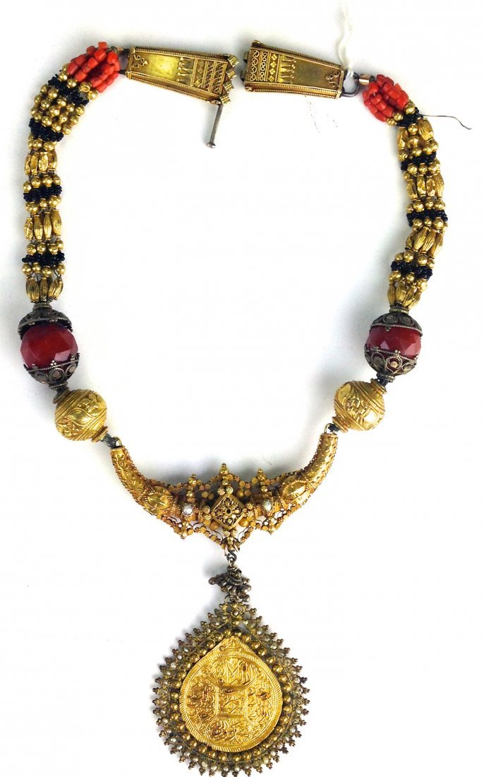 Indo Persian yellow gold necklace and pendant (tests - 2