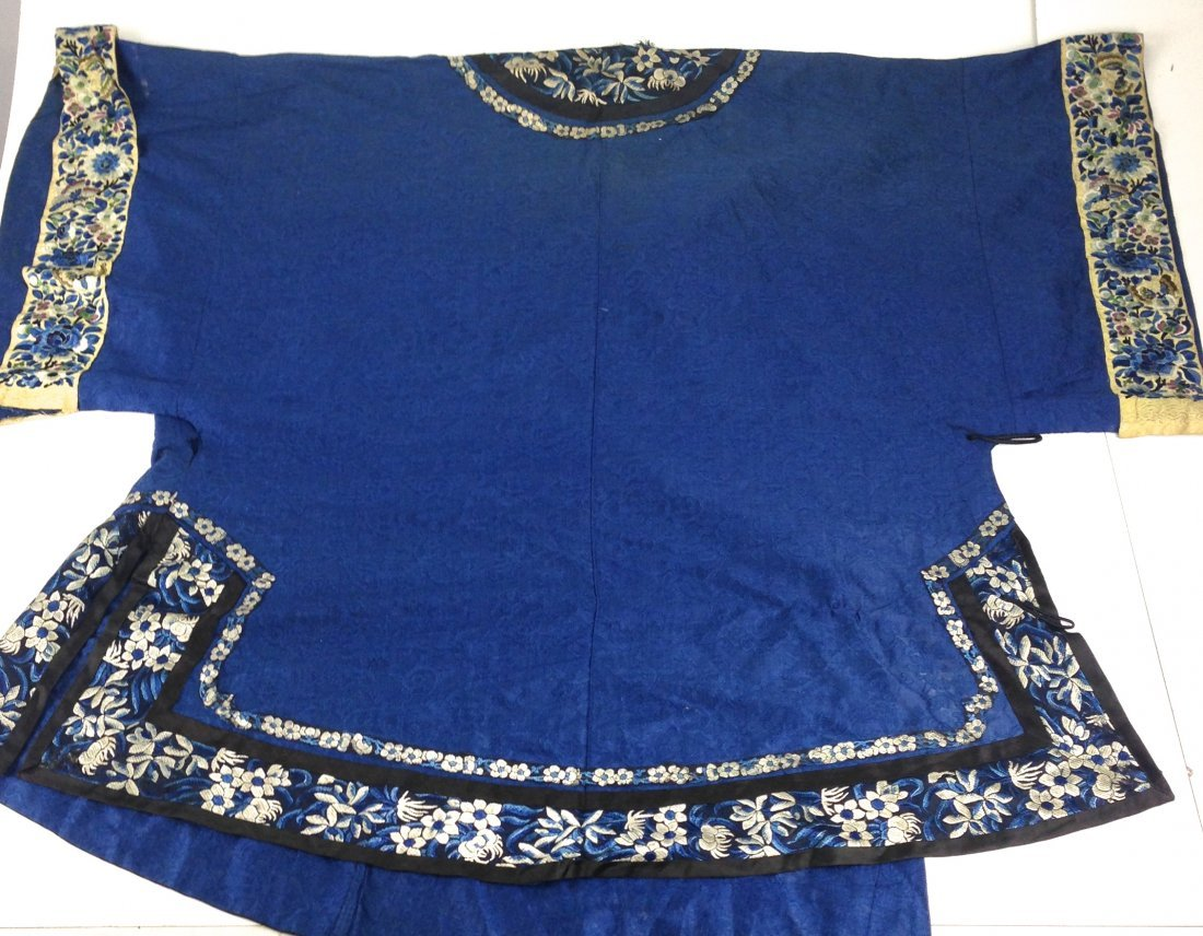 Elaborate Chinese Qing Dynasty silk embroidered sild - 2