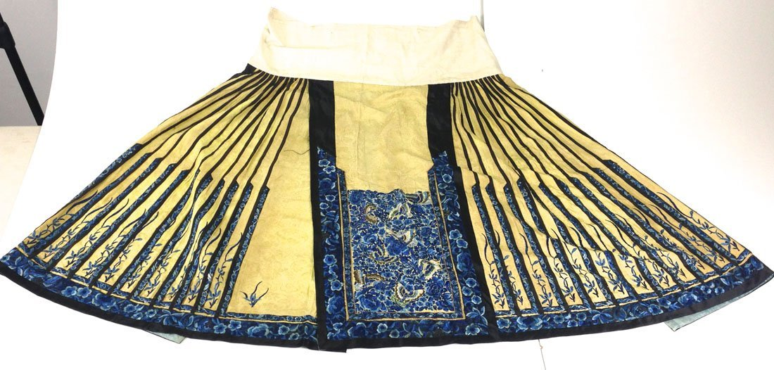 Elaborate Chinese Qing Dynasty silk embroidered sild - 3