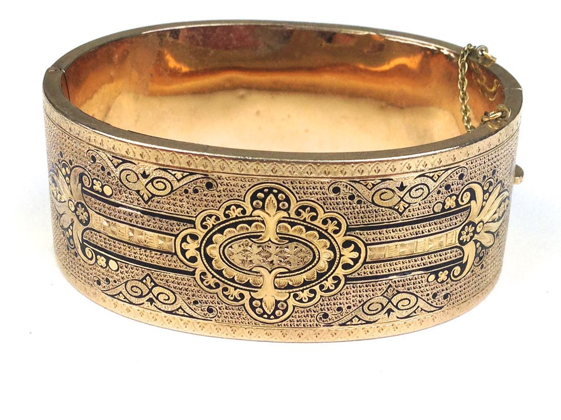 unmarked yellow gold Victorian bracelet with Aesthetic