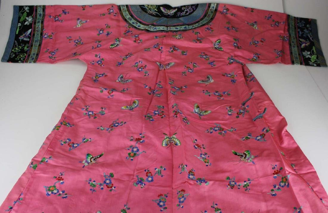 19th c Chinese embroidered pink silk robe. - 3