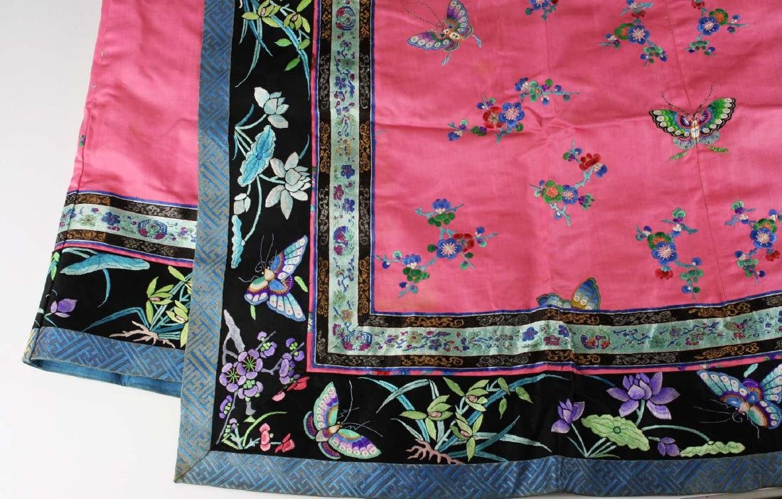 19th c Chinese embroidered pink silk robe. - 7