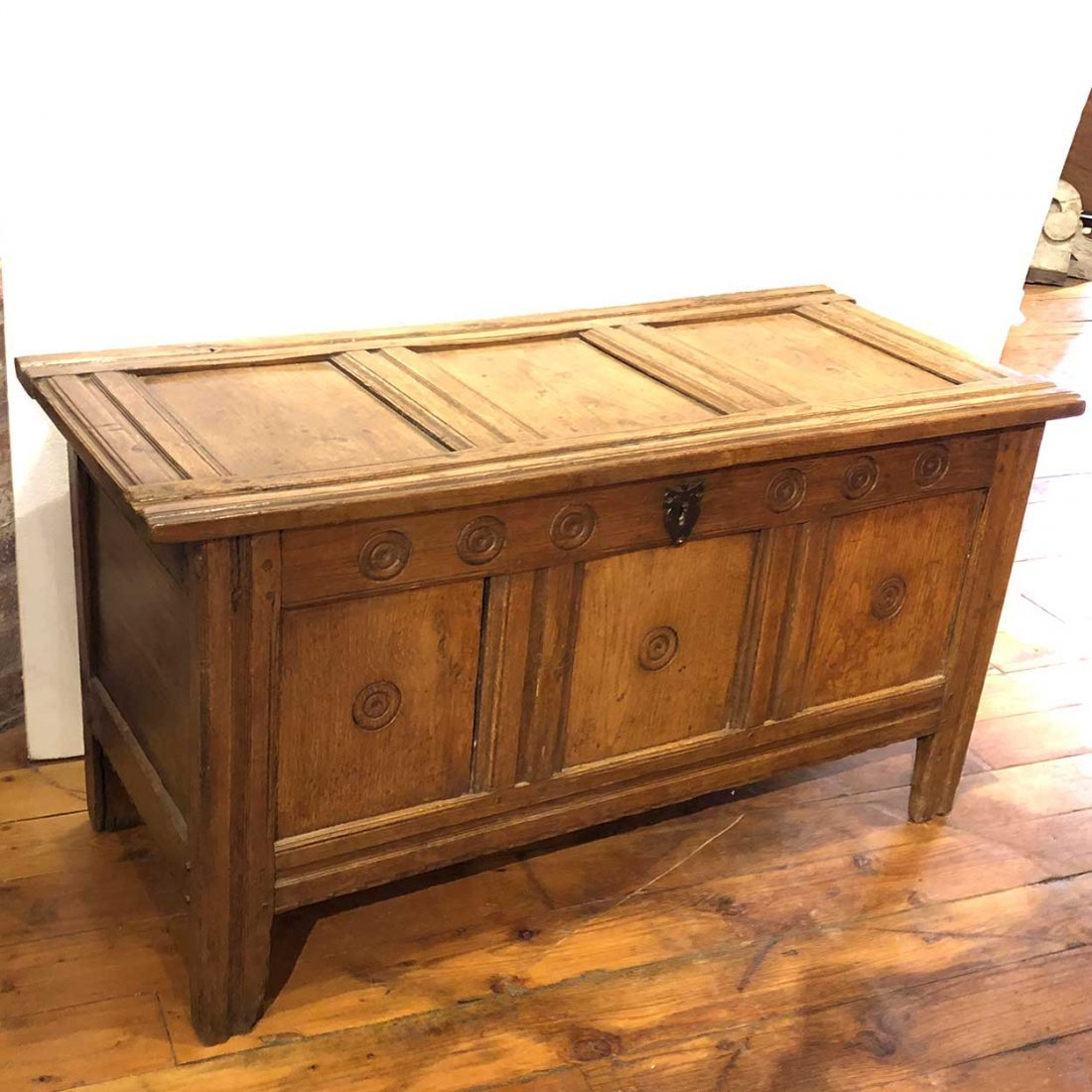 Early English 17th century Oak Coffer Chest