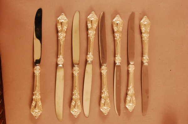 """12: Set of 8 """"Eloquence"""" Pattern Table Knives"""