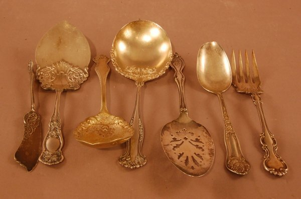 23: 7 Pieces of Victorian Silver Plate Serving Pieces:
