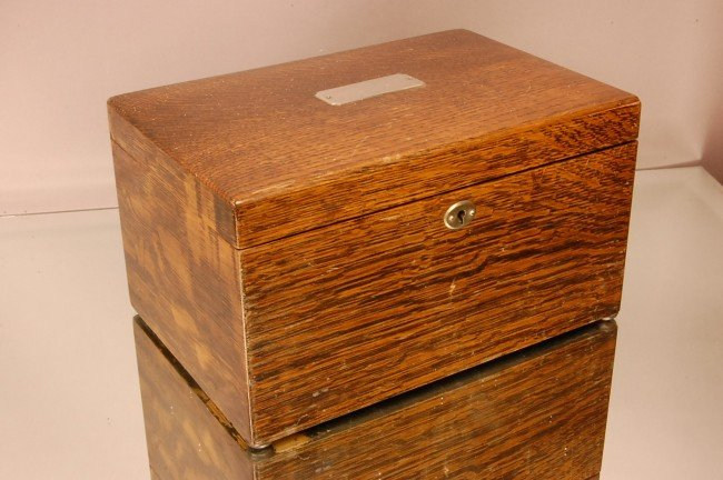 11: Arts & Crafts Style Oak Humidor, Porcelain lined, Q