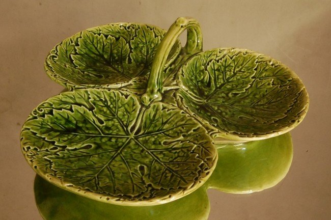 """5: Majolica Nut Dish   3 sided with handle  10"""" d.  Cze"""