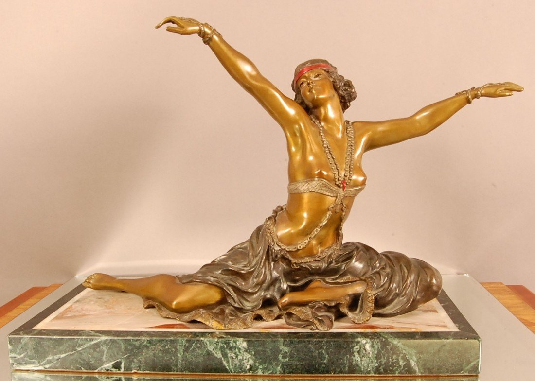 151: Art Noveau French style Bronze of Dancing Nude wom
