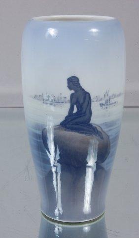 21: Royal Copenhagen Langeline Vase