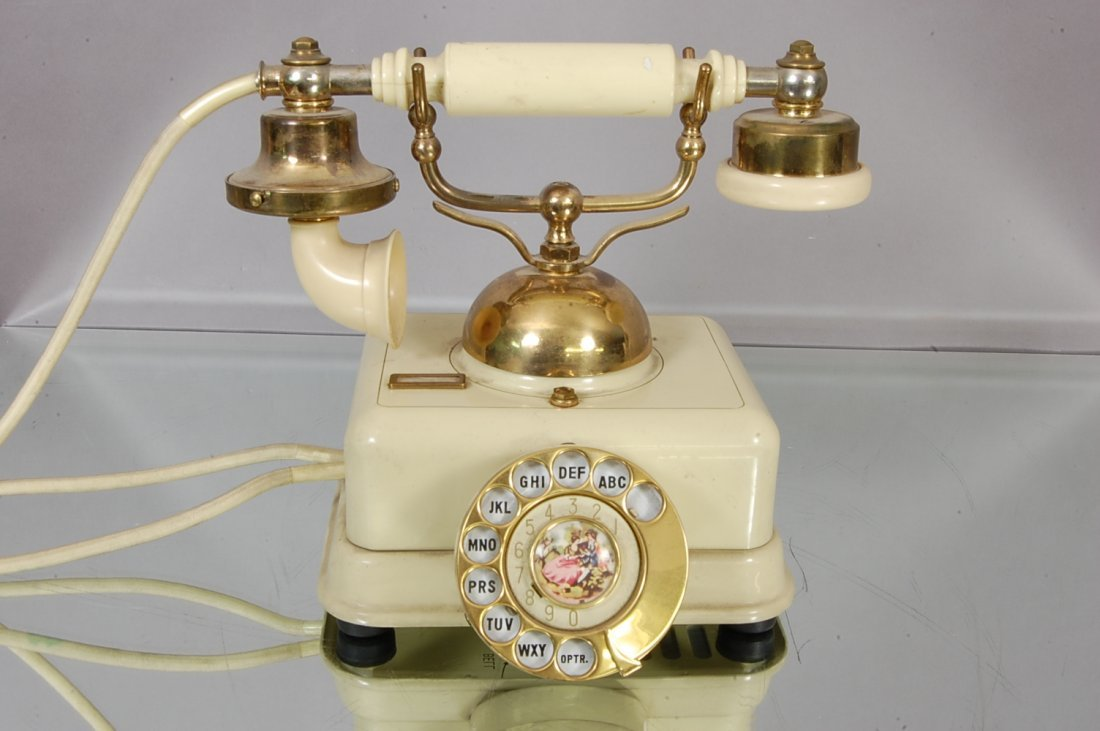 7: French style Phone