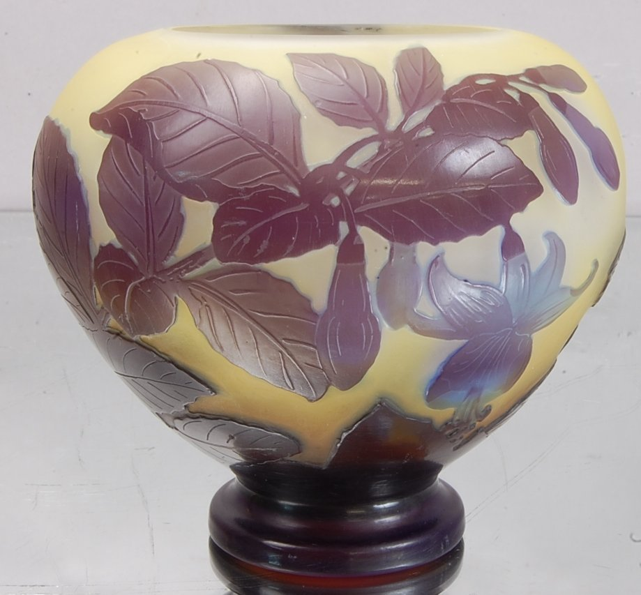 23: Emile Galle´ Cameo French Art Glass Vase