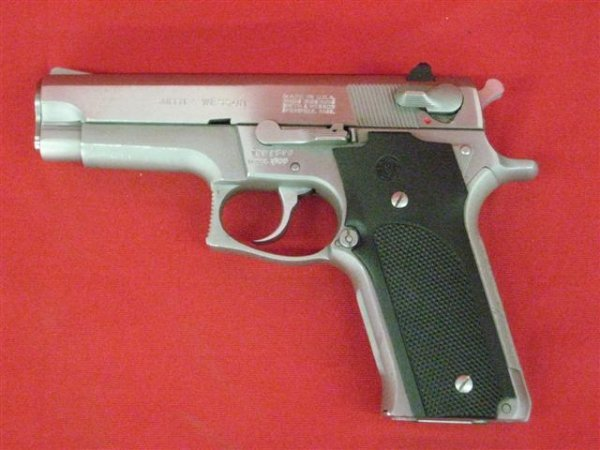 284: Smith and Wesson Model 659 Serial #TBH2476 Pistol,