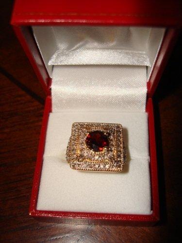 118: Ladies Ring 10K Yellow Gold Diamond & Garnet