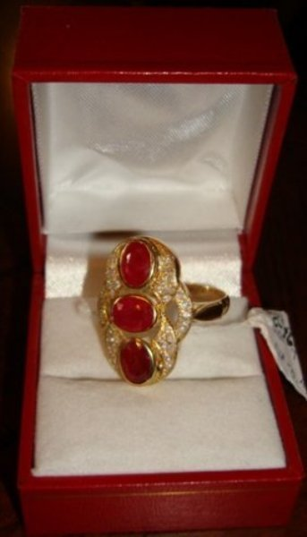 333: Ladies 10k Yellow Gold Ruby & Diamond Ring