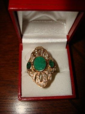 6: Ladies Ring 10K Yellow Gold Emerald & Diamond