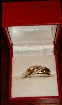 1H: 203: Ladies 10K Yellow Gold Diamond Ring