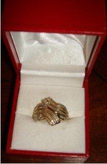 2H: 204: Ladies 10K Yellow Gold Diamond Ring