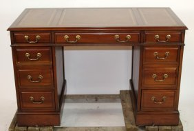 Sligh Lowry mahogany desk with leather