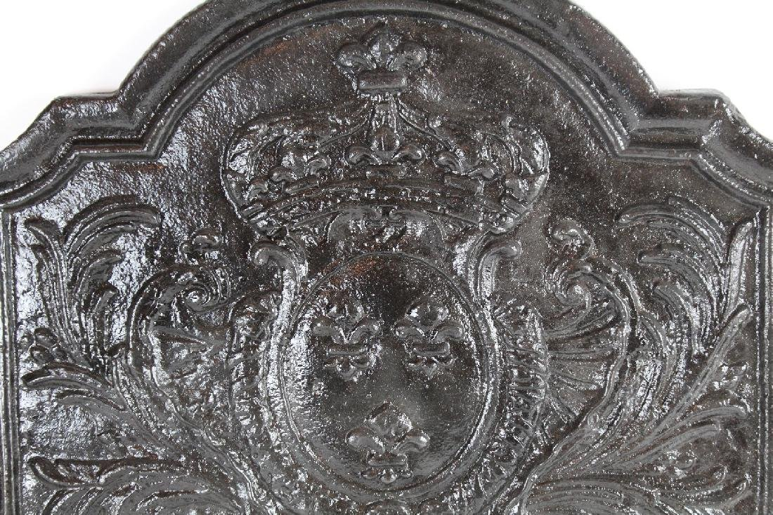 Antique French cast iron fireback with crown - 3