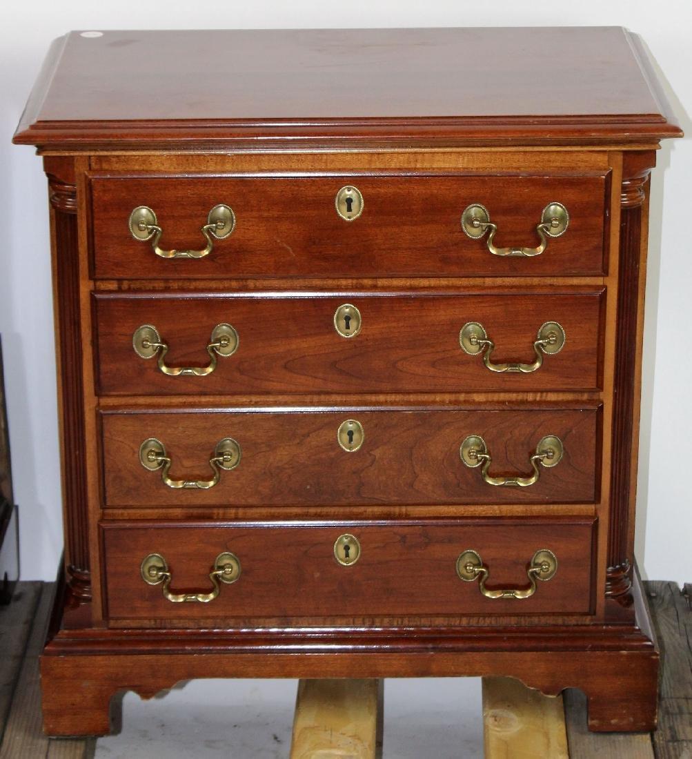 Pair of mahogany nightstands - 3