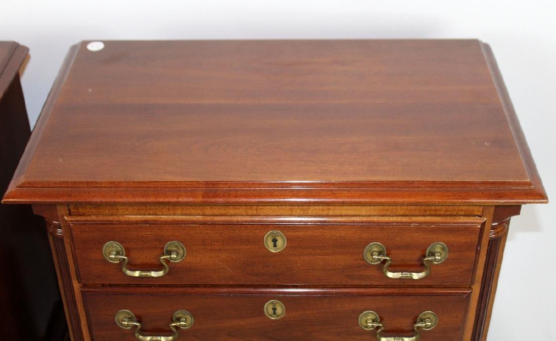 Pair of mahogany nightstands - 4
