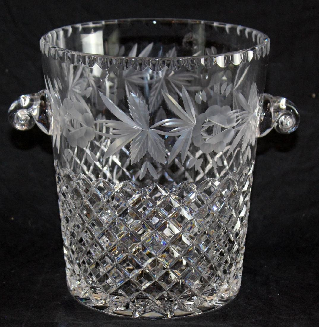 Lattice patterned crystal ice bucket