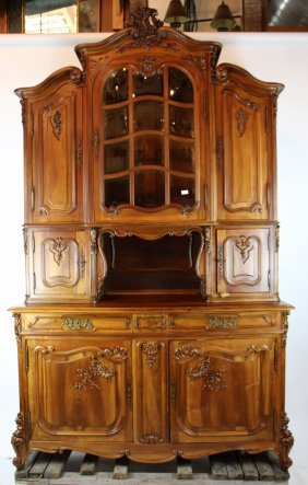 French Louis XV buffet with niche and beveled glass