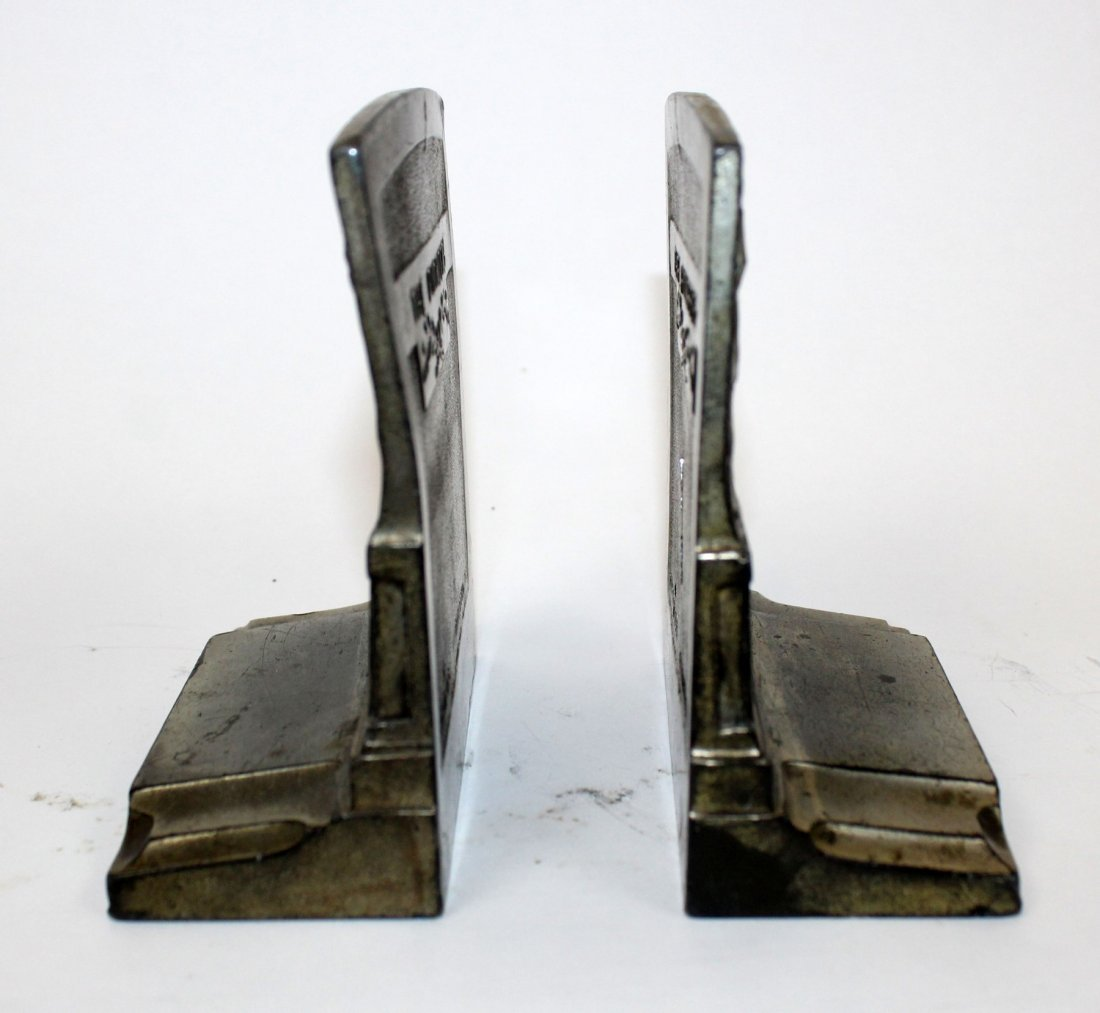 "Pair of Pompeian ""The Pioneers"" bookends - 7"