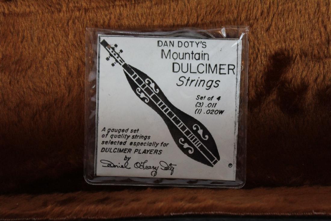 Vintage Dulcimer in case - 2