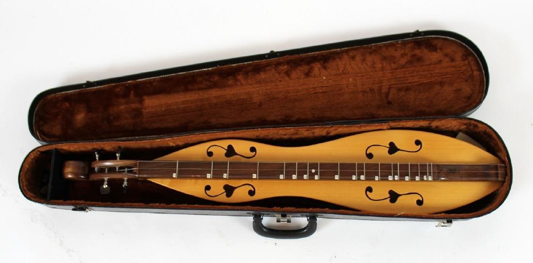 Vintage Dulcimer in case - 3
