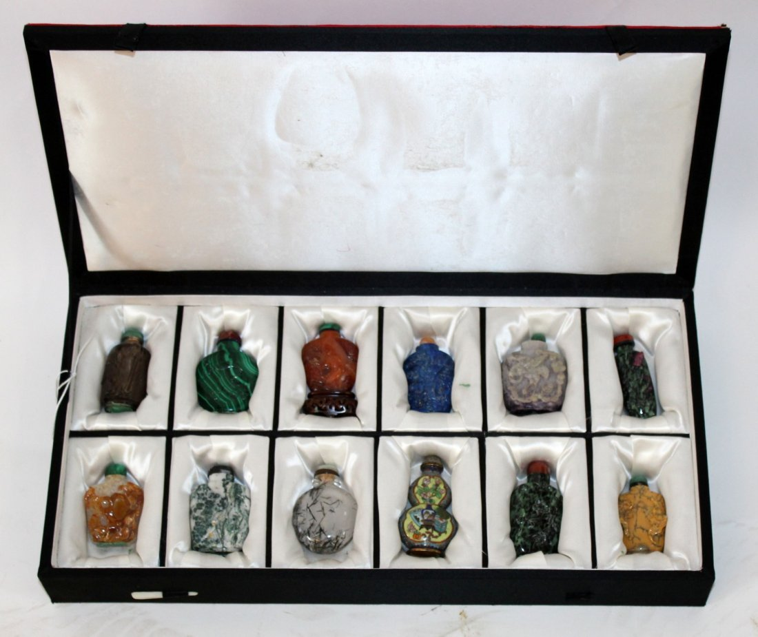 Collection of 12 Chinese snuff bottles