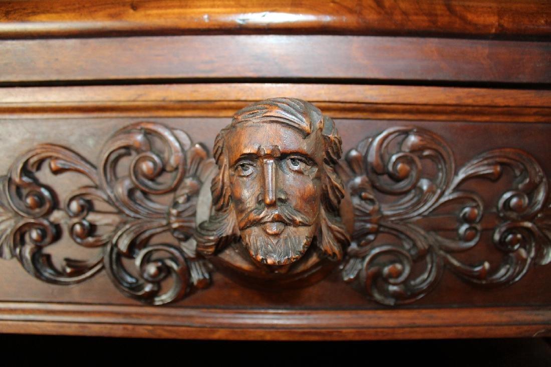 Italian Renaissance commode in walnut - 2