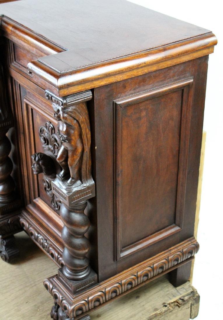 Pair of Italian Renaissance nightstands - 7