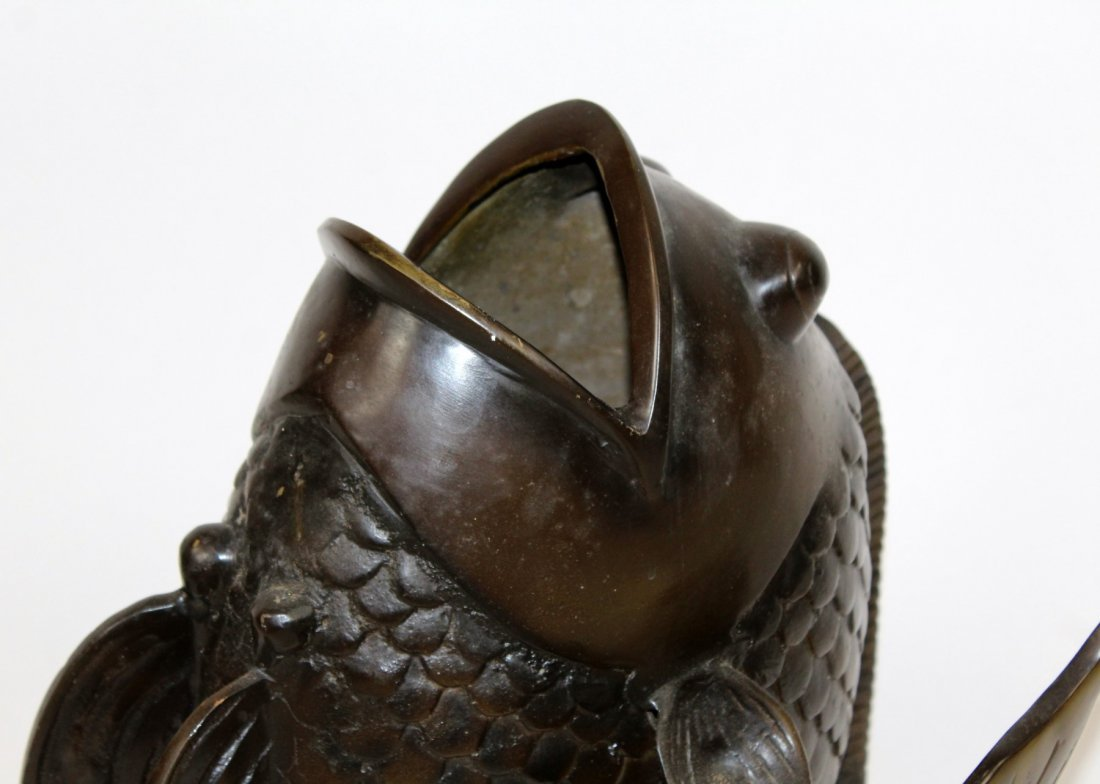 Bronze fish vase with open mouth - 3
