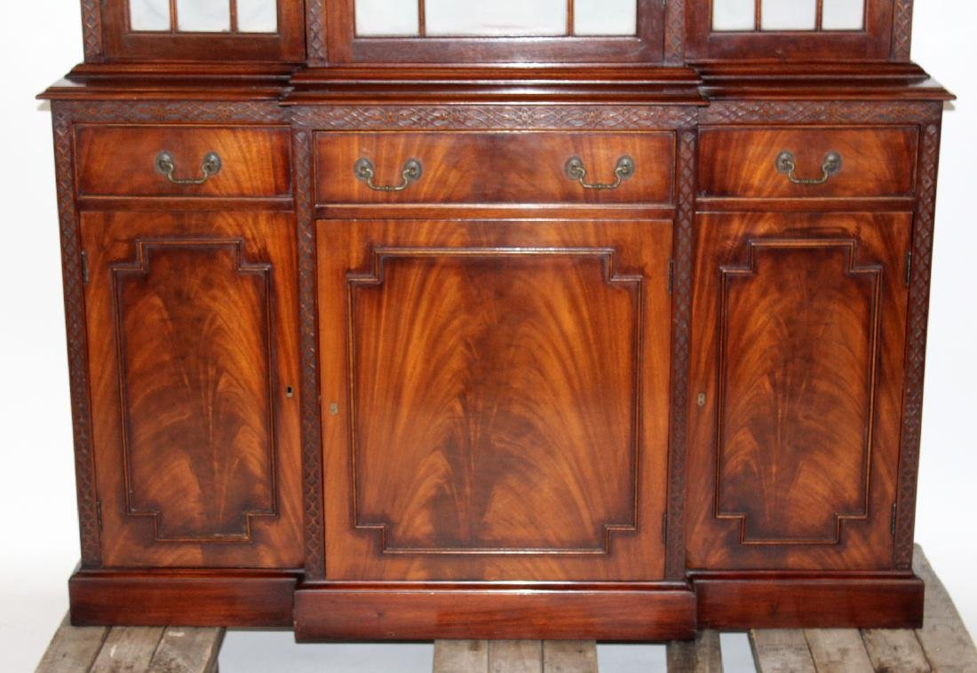 English Chippendale breakfront in mahogany - 2