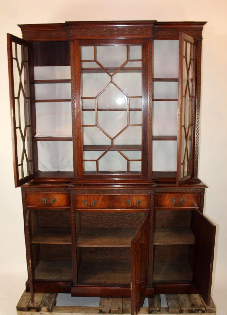 English Chippendale breakfront in mahogany - 3