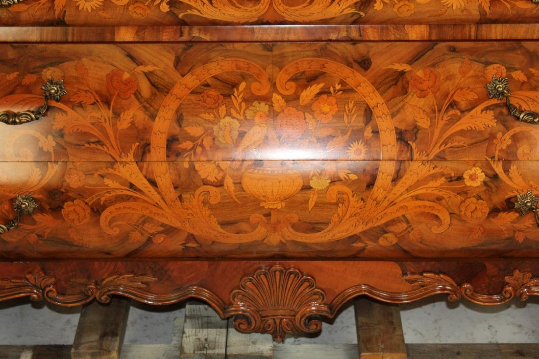 Floral marquetry cabinet on bombe commode - 4
