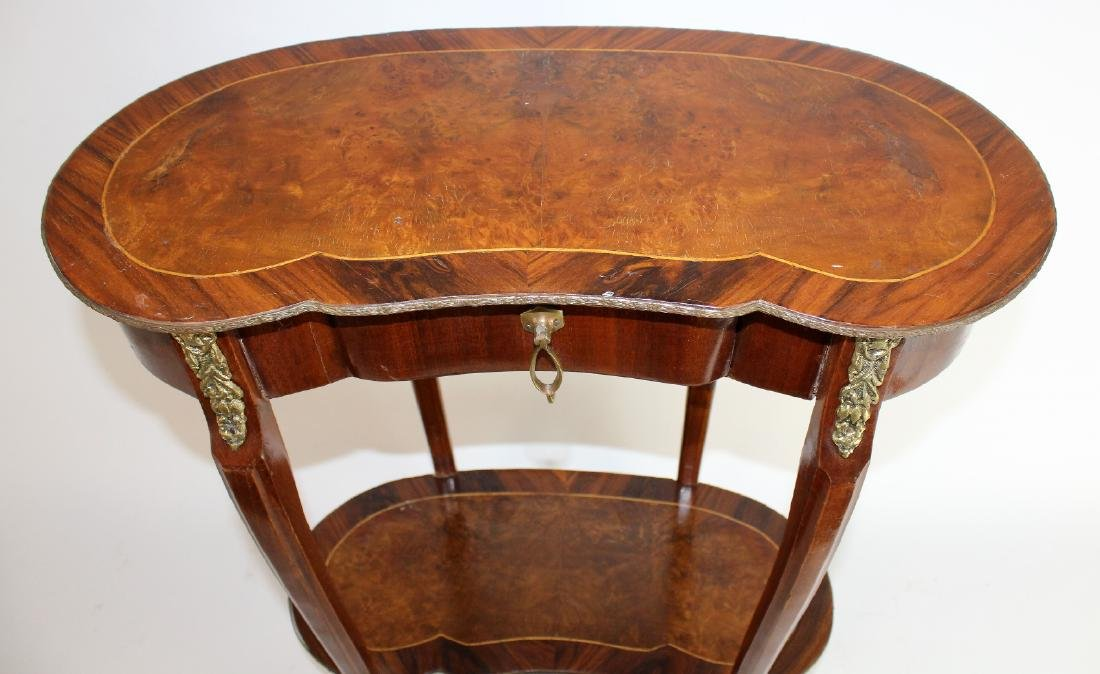 Kidney shaped Louis XV side table - 2