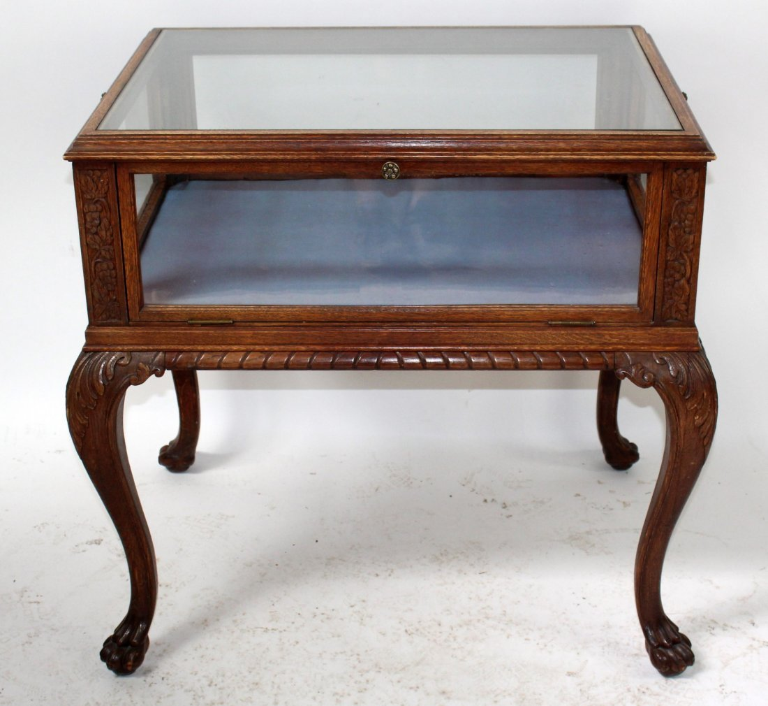 Chippendale tea table with vitrine in oak