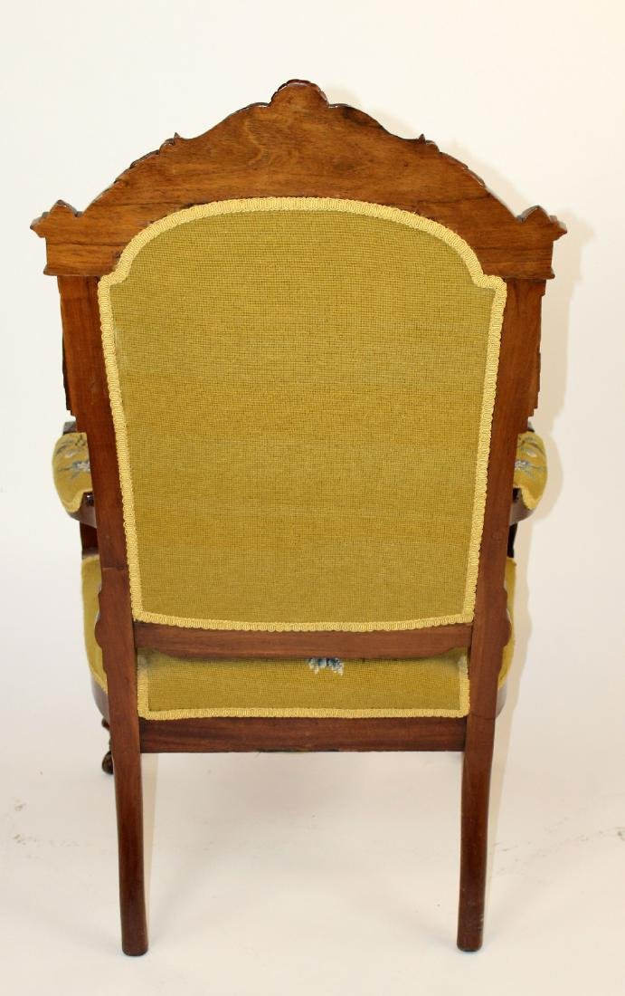 American Victorian parlor chair in walnut - 2
