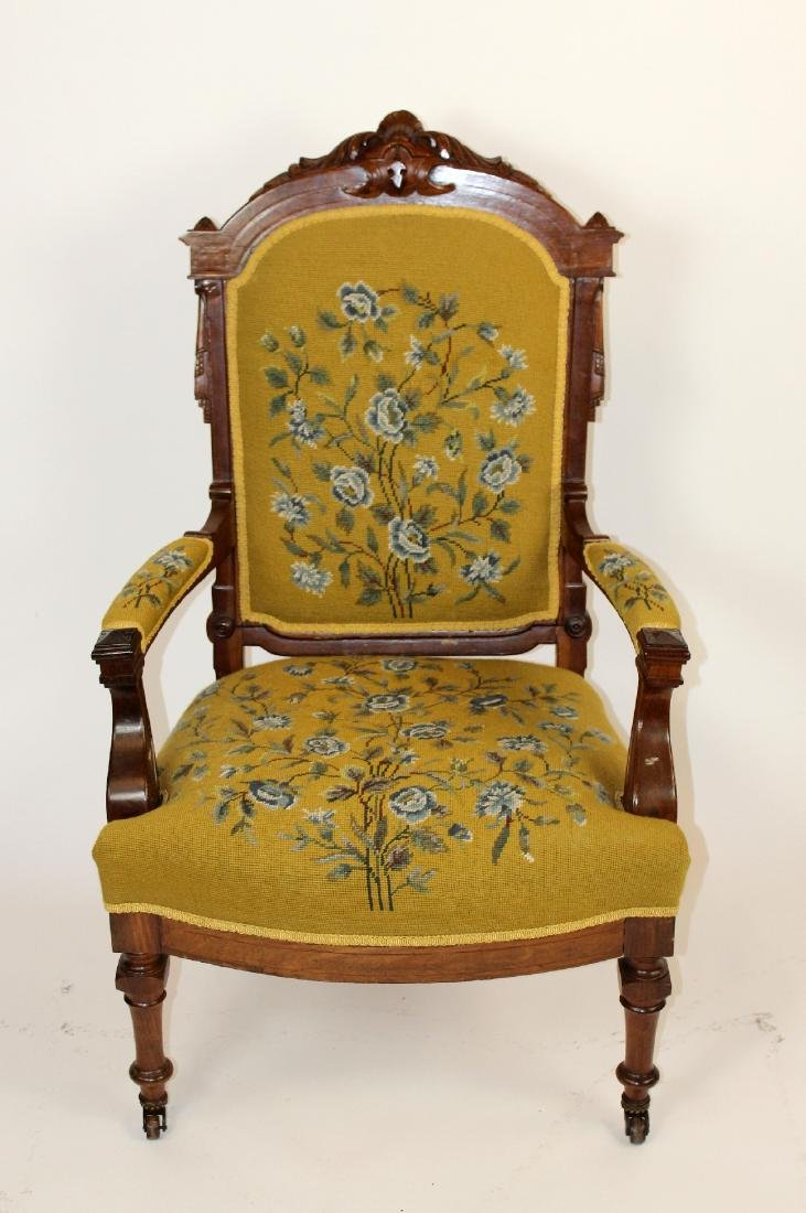 American Victorian parlor chair in walnut - 3