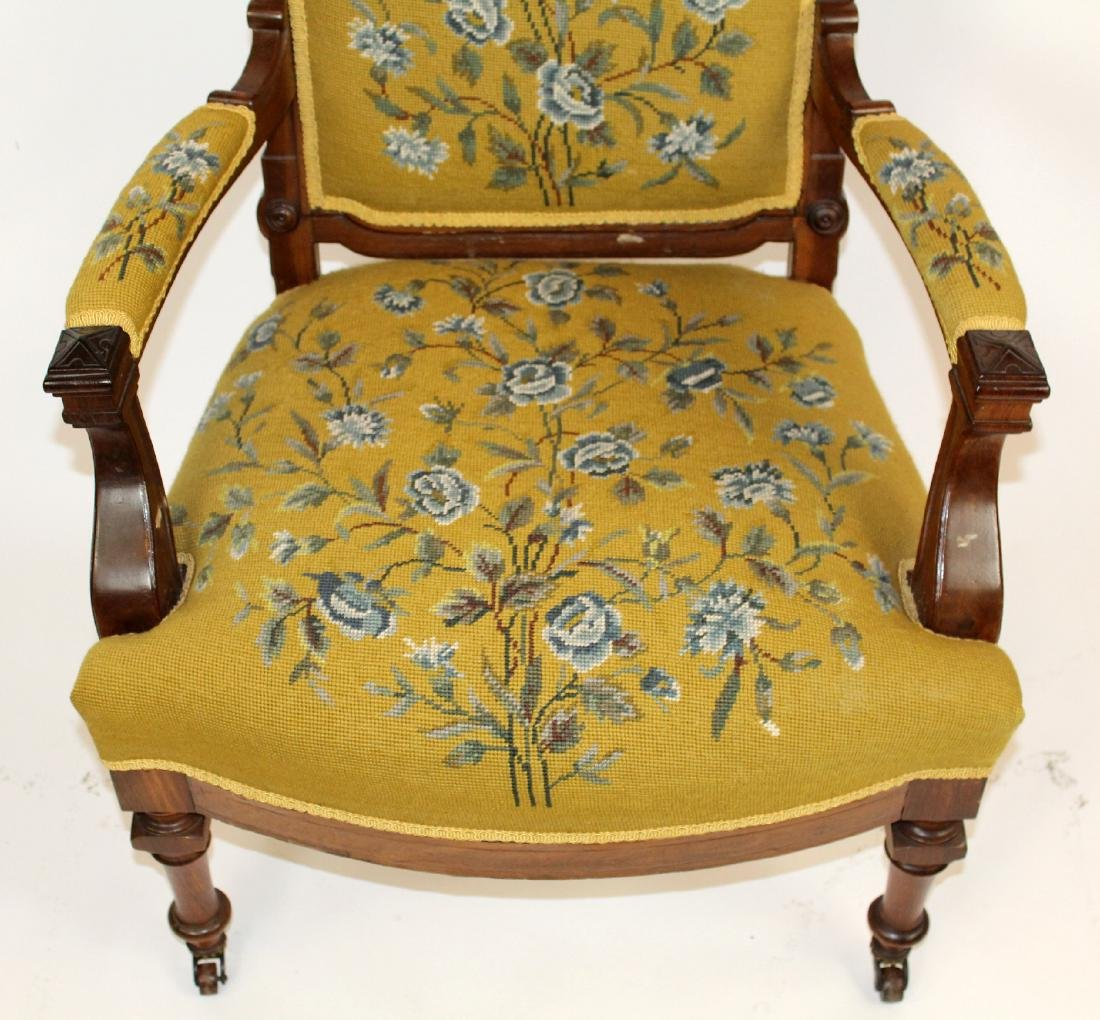 American Victorian parlor chair in walnut - 4