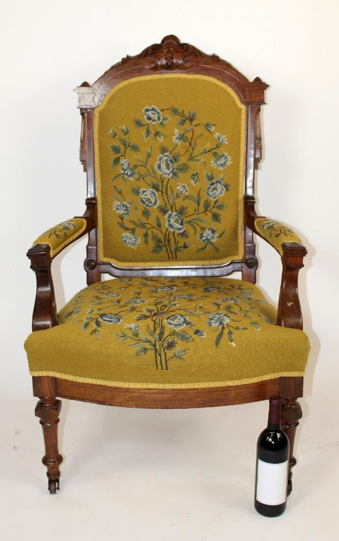American Victorian parlor chair in walnut - 6