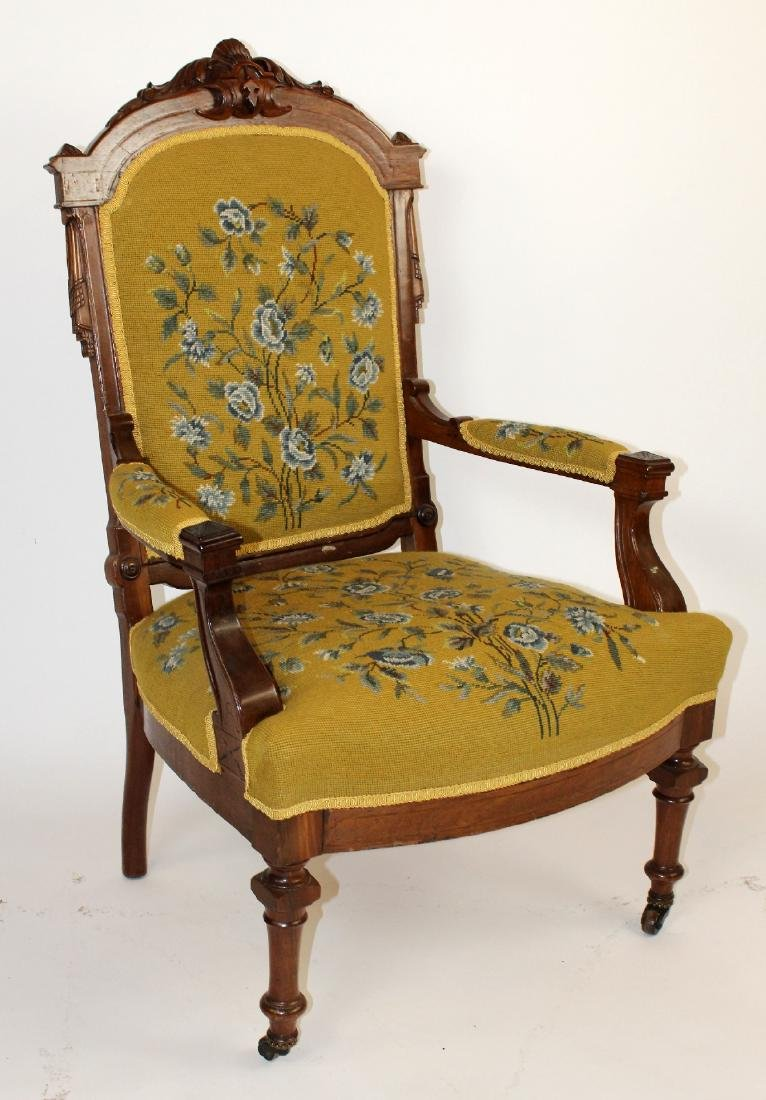 American Victorian parlor chair in walnut - 7
