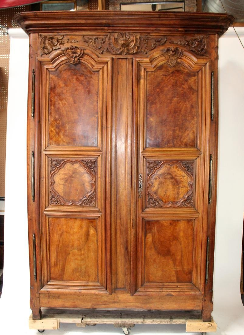 French Lyonnais armoire in walnut - 3