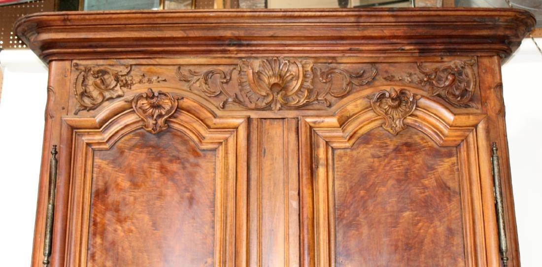 French Lyonnais armoire in walnut - 4