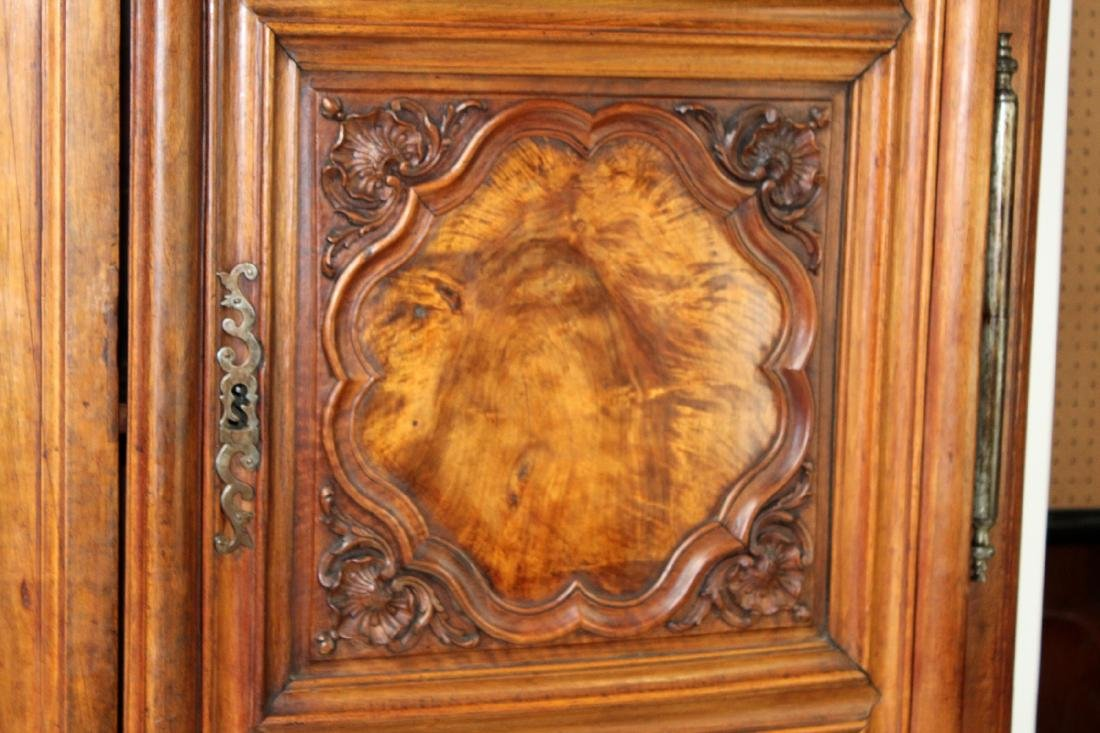 French Lyonnais armoire in walnut - 6