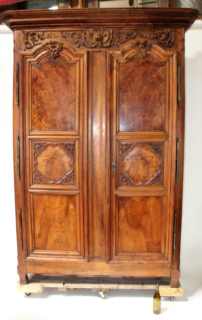 French Lyonnais armoire in walnut - 7