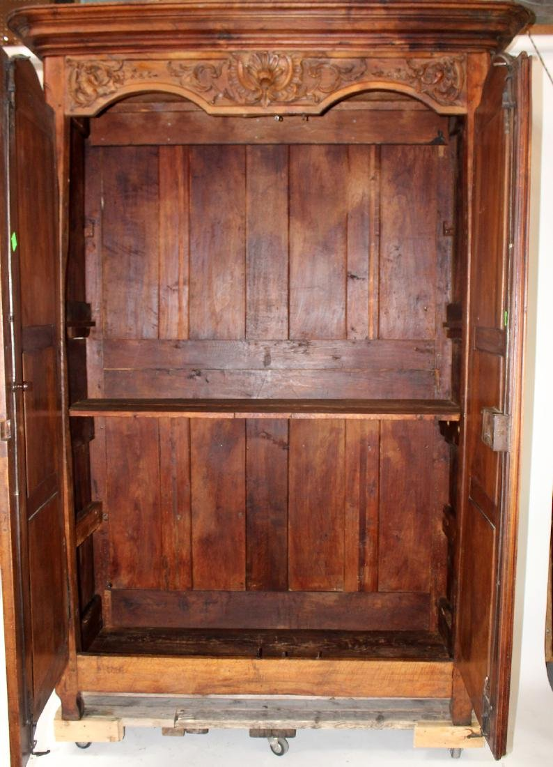 French Lyonnais armoire in walnut - 8